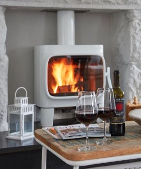 fireplace at luxury cottage in cornwall to rent